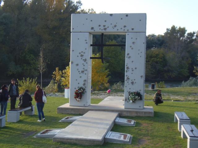 Cortina di Ferro - monumento ai caduti