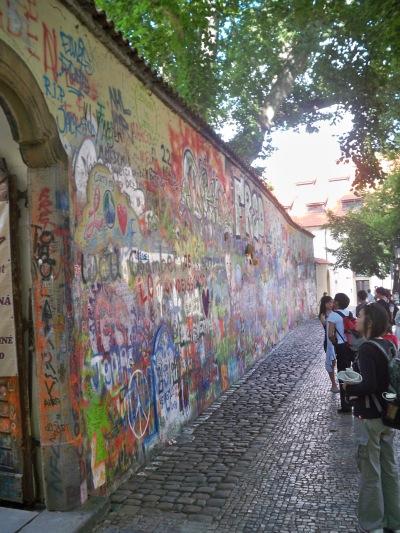 Malastrana - i murales del muro Lennon